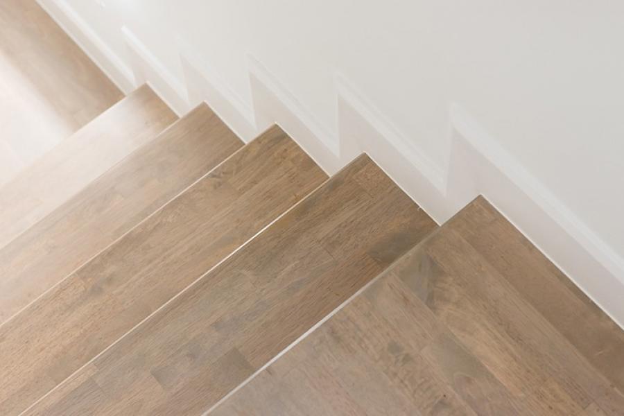 Installation d'escalier en bois